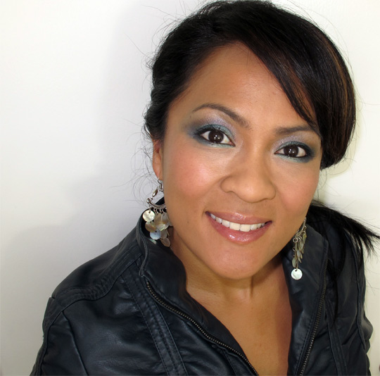 karen from makeup and beauty blog wearing the bobbi brown crystal eye palette top