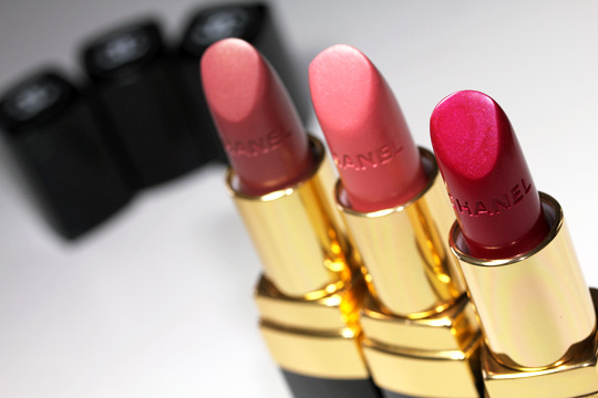 chanel cote d azur collection taffetas rose chintz perle rouge coco lip swatch open 2