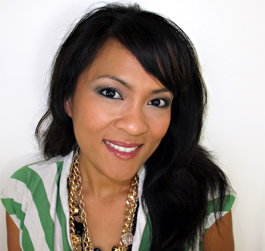 karen of makeup and beauty blog wearing loreal midnight muse collection 1