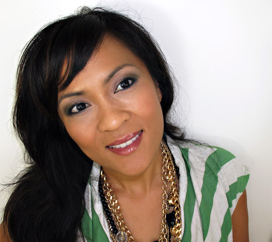 karen of makeup and beauty blog wearing loreal midnight muse collection 2