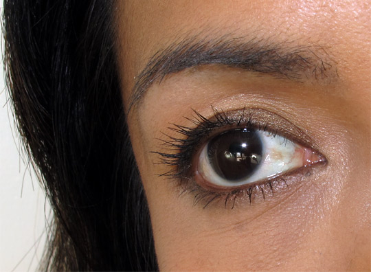 karen of makeup and beauty blog wearing the jouer train case eye closeup