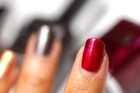Sonia Kashuk Reach For the Stars Nail Trio Holiday Set swatches red