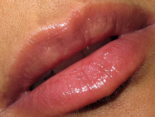 NARS Frivolous Velvet Gloss Pencil lip closup