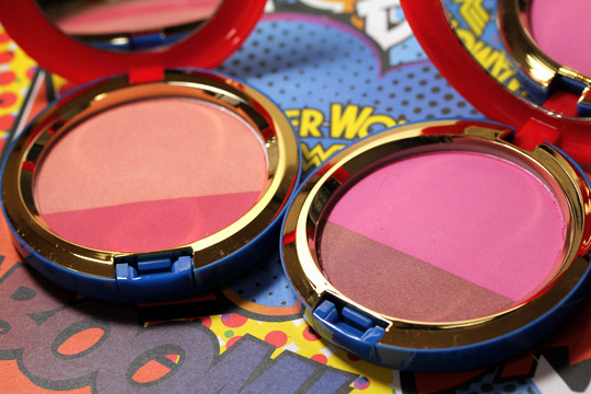 mac wonder woman Powder Blush Duo open