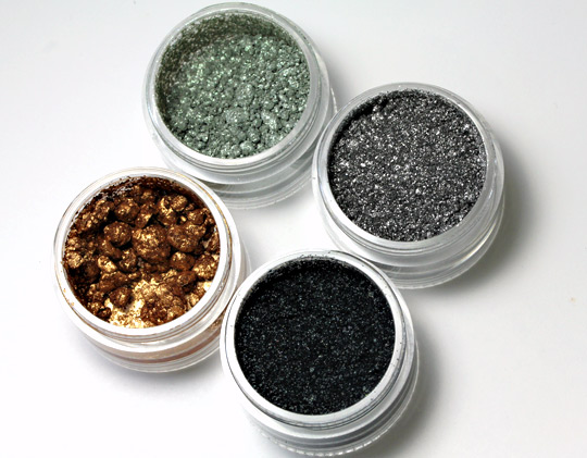 MAC Surf Baby Crushed Metallic Pigment in Surf the Ocean