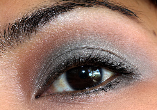 mac me over lady grey eye