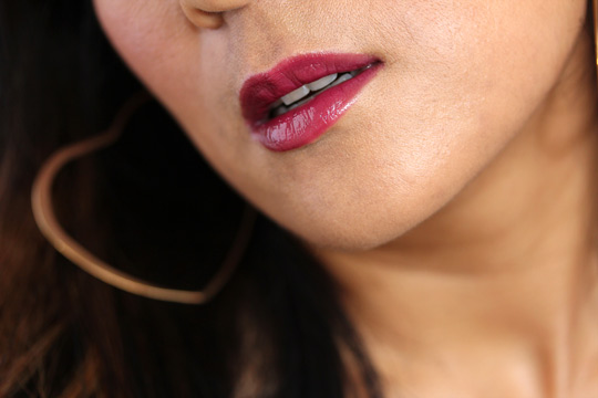burberry lip glow bright plum closeup