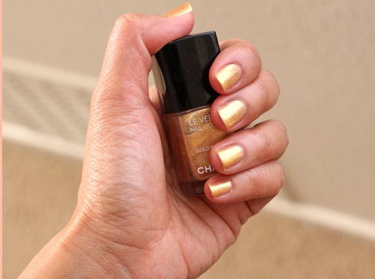 las vegas de chanel gold finger swatch