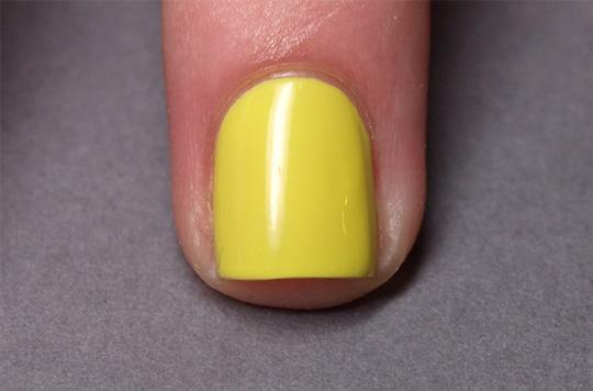 Chevron nails: step 1