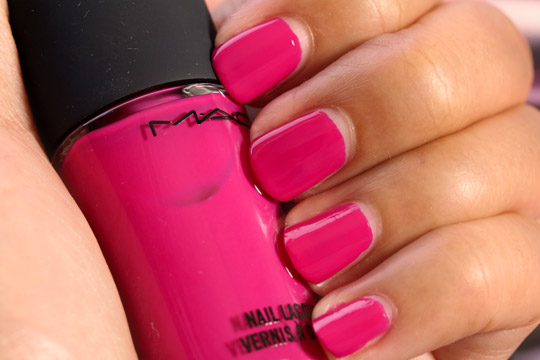 mac girl about town swatch