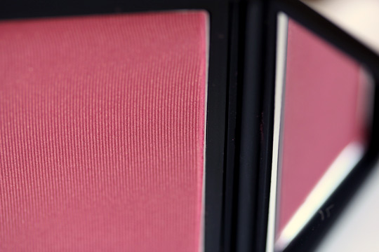 nars outlaw blush product shot