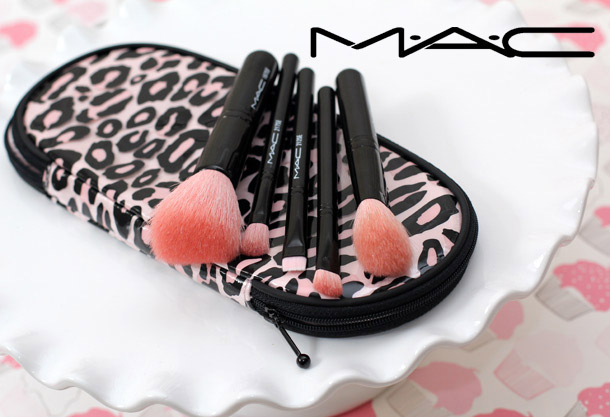 MAC Perfectly Plush Advanced Brush Kit