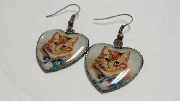 8 Yellow Cat in Heart Pierced Dangle earrings