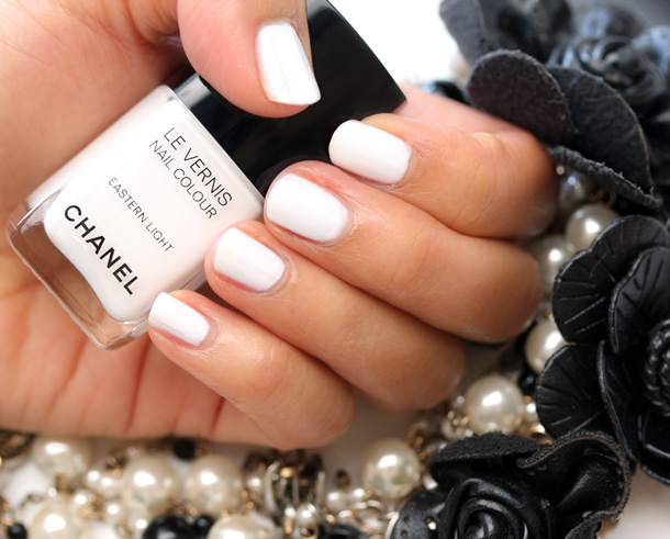 Chanel Eastern Light Le Vernis Nail Colour Picture Swatch 5