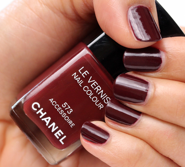 Chanel Accessoire Nail Polish Swatch