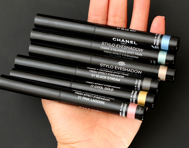 Chanel Stylo Eyeshadow in hand