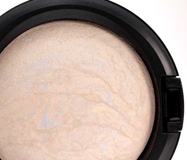 MAC Lightscapade Mineralize Skinfinish