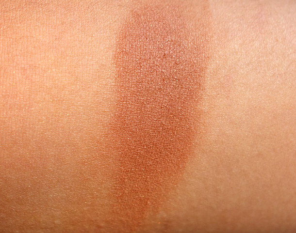 MAC Refined Golden Swatch