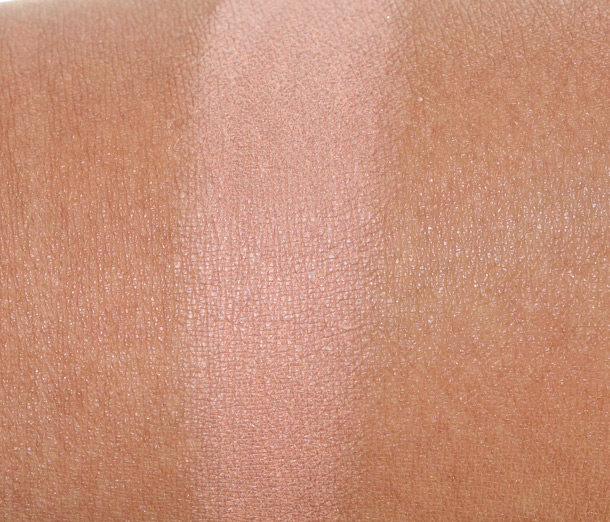 Clarins Graphic Expression Face & Blush Powder Swatch