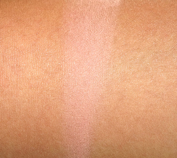 Covergirl Clean Glow Blusher in Roses Swatch