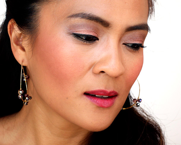 MAC Pressed Pigments: Moth in the crease, Pink Pepper on the lids and Damson along my lower lash lines