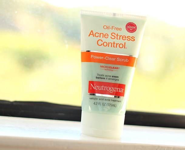 Neutrogena Oil Free- Stress Control Power Clear Scrub