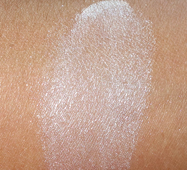 Urban Decay Naked Illuminated Shimmering Powder swatch