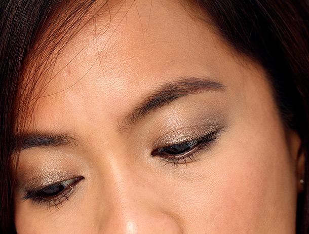 Chanel Illusion D'Ombre Long Wear Luminous Eyeshadow in Initiation on my eyes