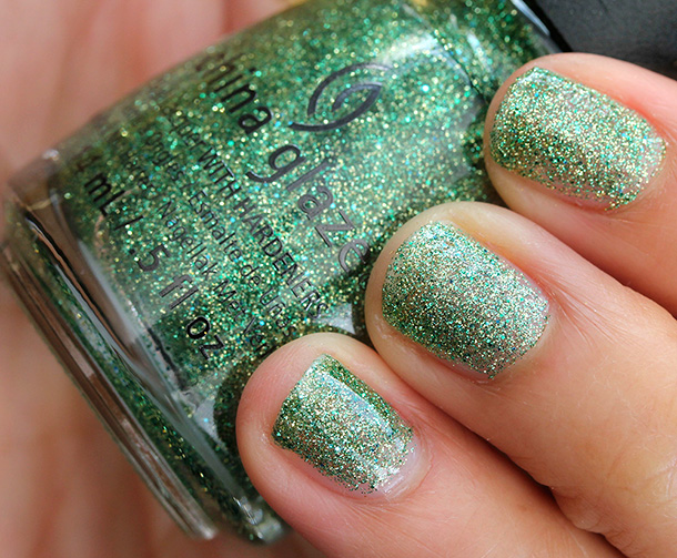 China Glaze Happy HoliGlaze Collection: This Is Tree-Mendous