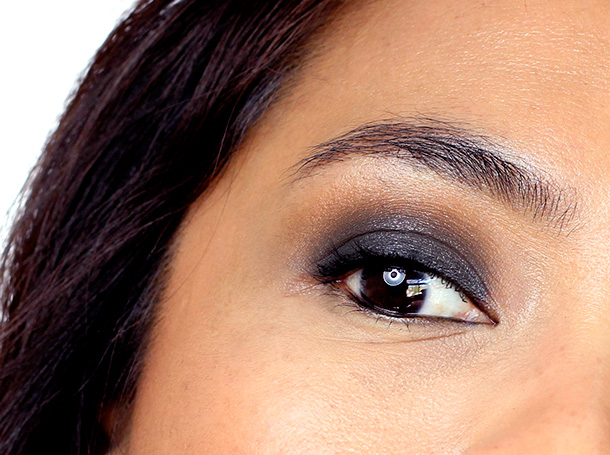 MAC RiRi Hearts MAC Holiday Phresh Out Veluxe Pearlfushion Shadow Smokey-eye