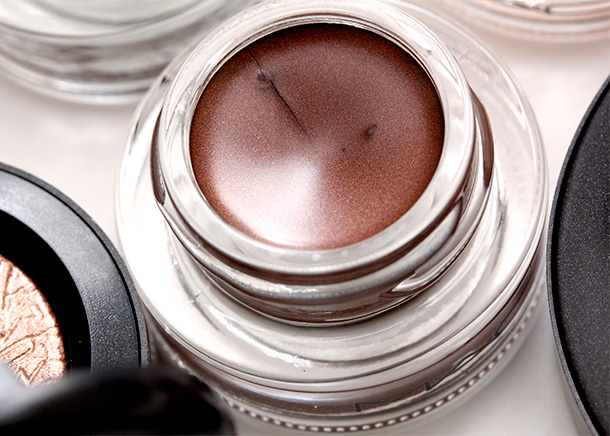 MAC Our Secret Fluidline, a metallic brown with reddish pearl and a Pearl finish