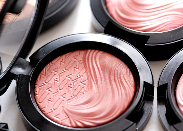 MAC Pleasure Model Extra Dimension Blush, a soft terracotta with pearl and a Satin finish