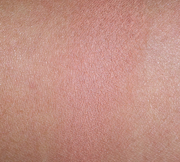Clarins Opalescence Face & Blush Powder Swatch