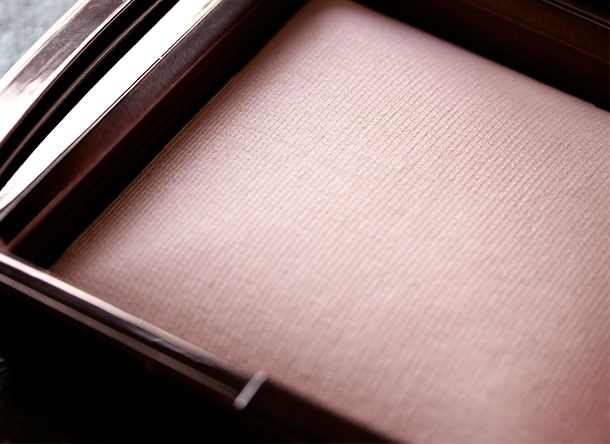 Hourglass Ambient Lighting Powder in Mood