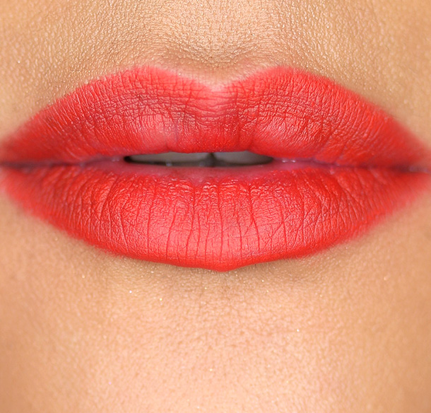 Hourglass Panoramic Lip Pencil in Raven Swatch
