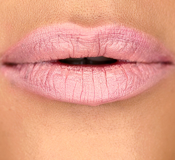 MAC Kelly Osbourne Strip Poker Lip Swatch