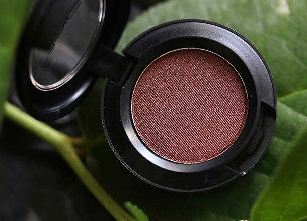 MAC Veluxe Pearl Eye Shadow in Deep Fixation, a metallic brown