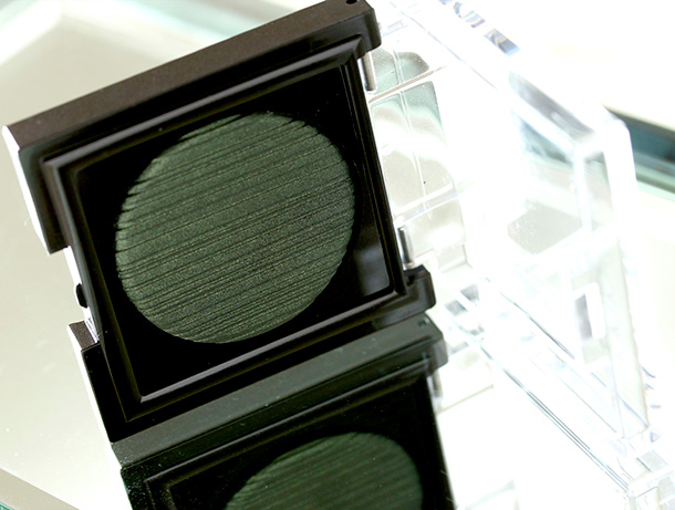 Laura Mercier Satin Matte Eye Colour in Tempting Green