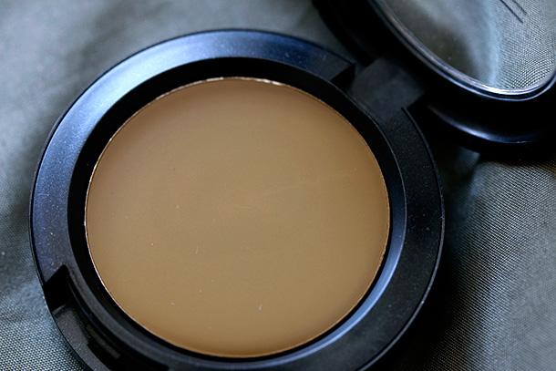 MAC Cream Colour Base in Au Nature