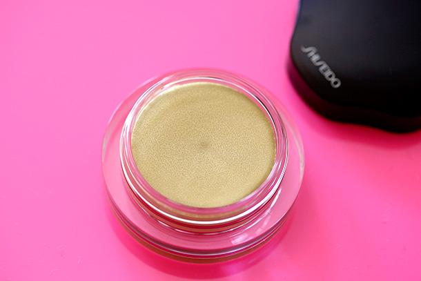 Shiseido Shimmering Cream Eye Color in YE216 Lemoncello
