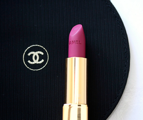 Chanel Rouge Allure Velvet in La Romanesque
