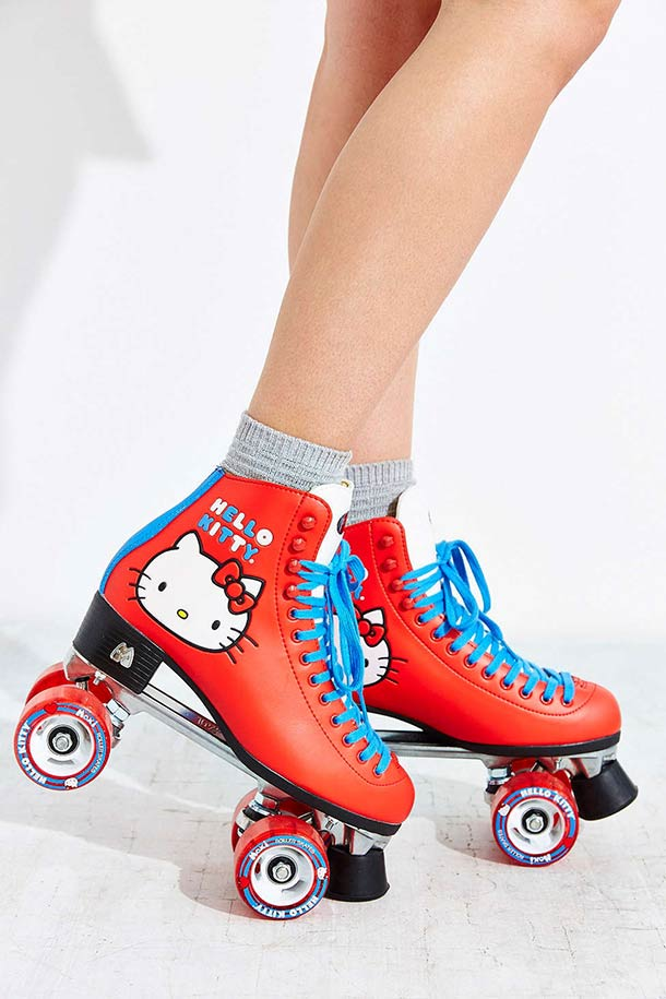 hello-kitty-roller-skates