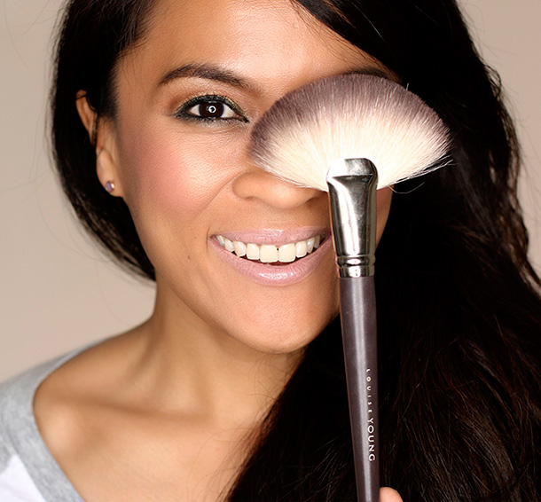 Louise-Young-LY20-Fan-Brush-081215