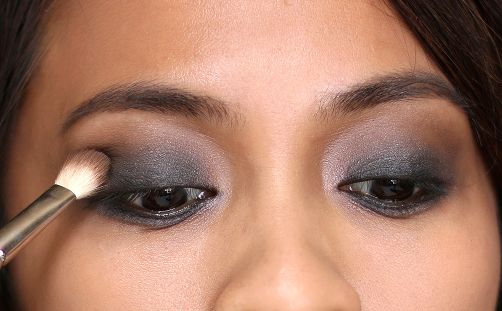 10 minute smoky eye dark brown in crease