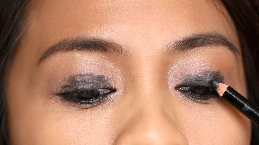 10 minute smoky eye liner