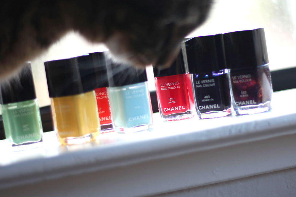 7-tabs-rainbow-chanel-nail-lacquer