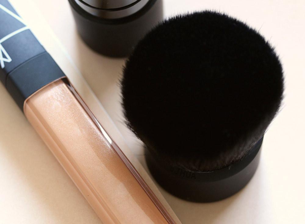 nars hot sand lip gloss hanamachi kabuki brush