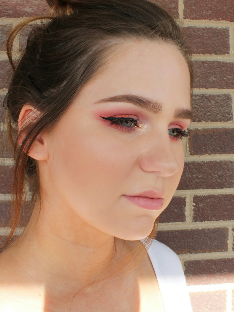 Pink eye shadow look