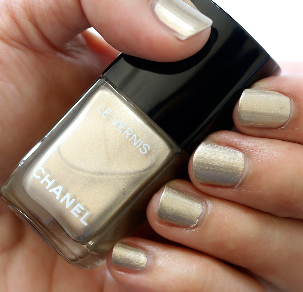 chanel canotier swatch