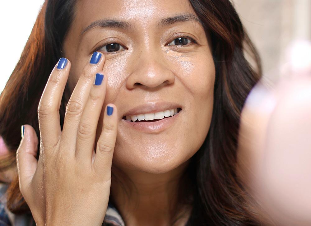 applying-makeup-no-brushes